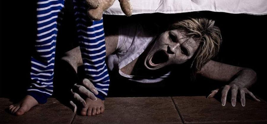 Она лазила под кроватью и он увидел весь зад, порно фильм с современным молодым актером
